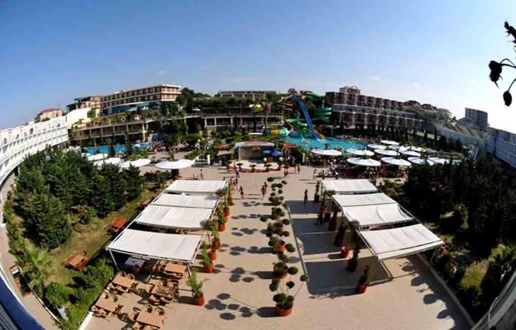 af-Hotel-courtyard-2