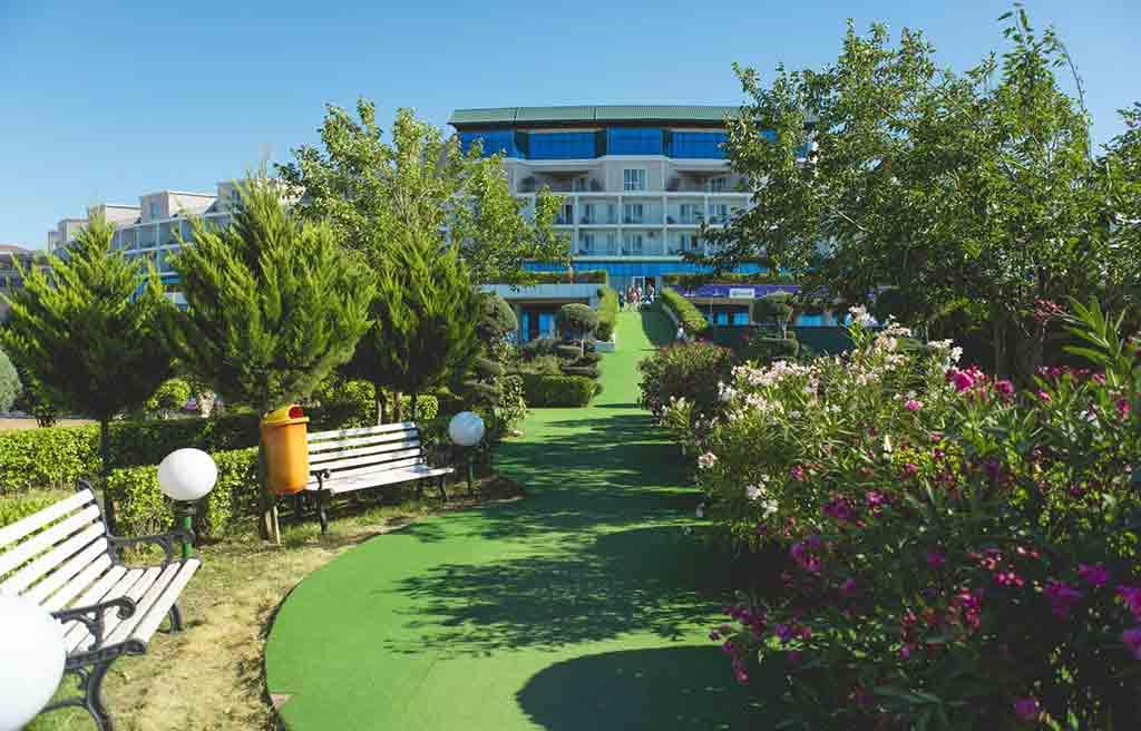 af-Hotel-courtyard-4