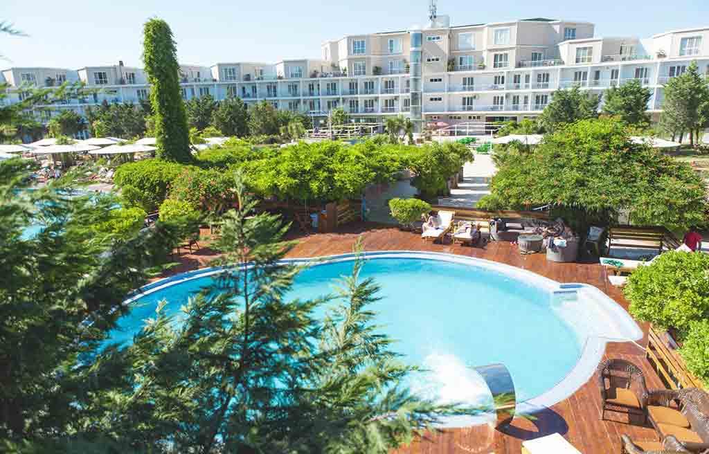 af-hotel-pool-1