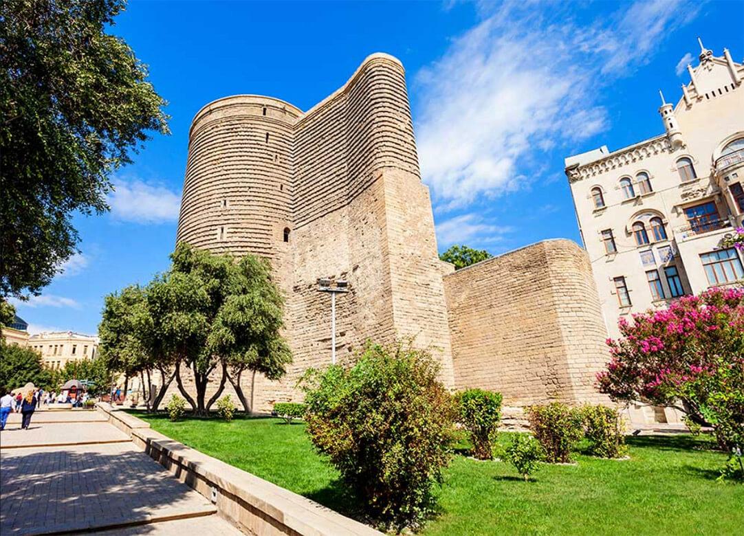 تصویری از برج دختر یا قیز قالاسی در ایچری شهر