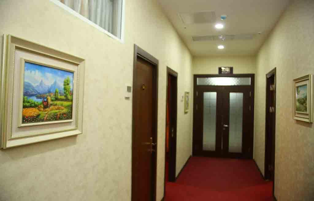 تصویری از راهرو هتل ریوا باکو