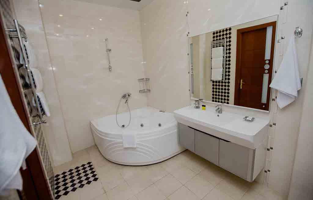 حمام اتاق های هتل تراول باکو