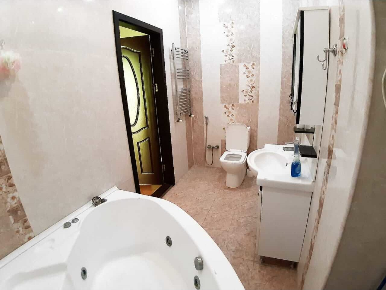حمام و سرویس بهداشتی آپارتمان شماره 2