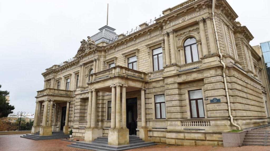 تصویری از ساختمان موزه هنر آذربایجان