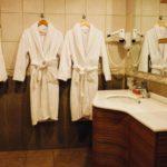 سرویس بهداشتی و حمام اتاق های هتل گنجعلی پلازا باکو