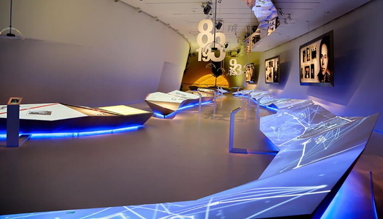 تصویری از داخل موزه ی مرکز فرهنگی حیدر علی اف