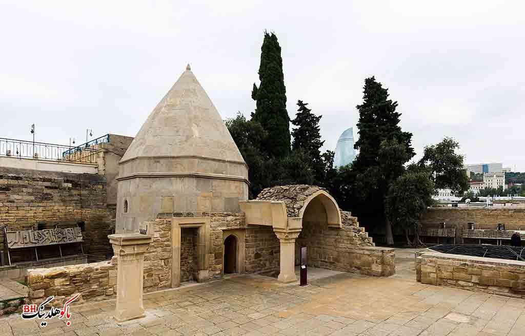 تصویری از آرامگاه درویش در کاخ شیروانشاهان