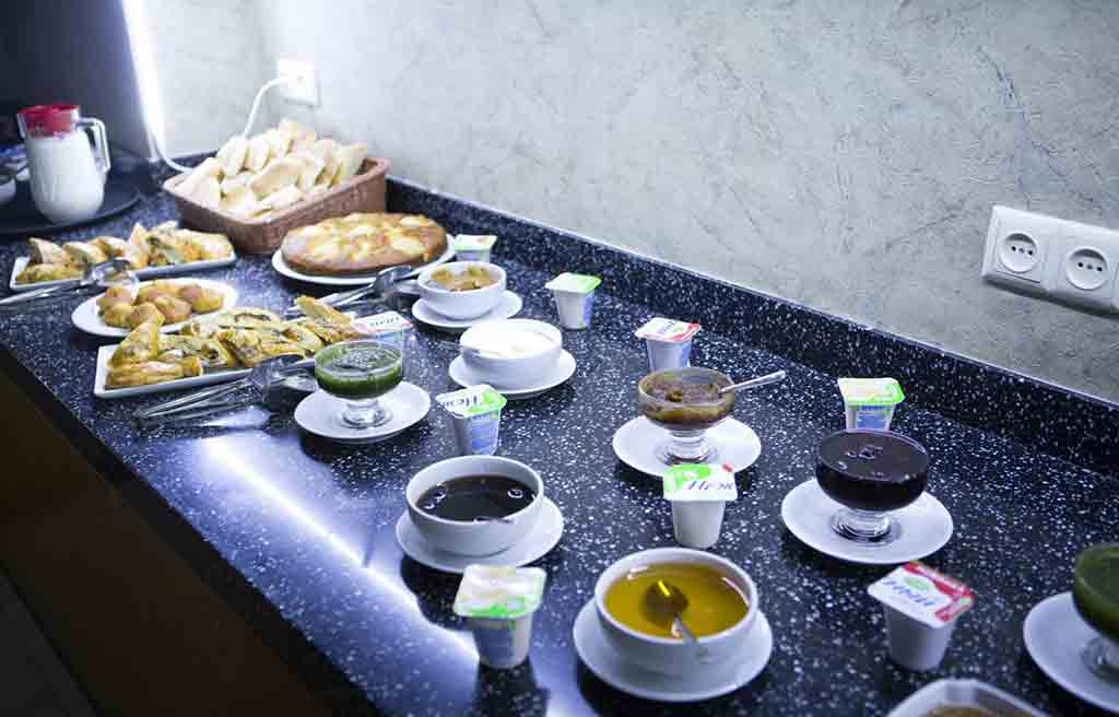 amara-hotel-breakfast