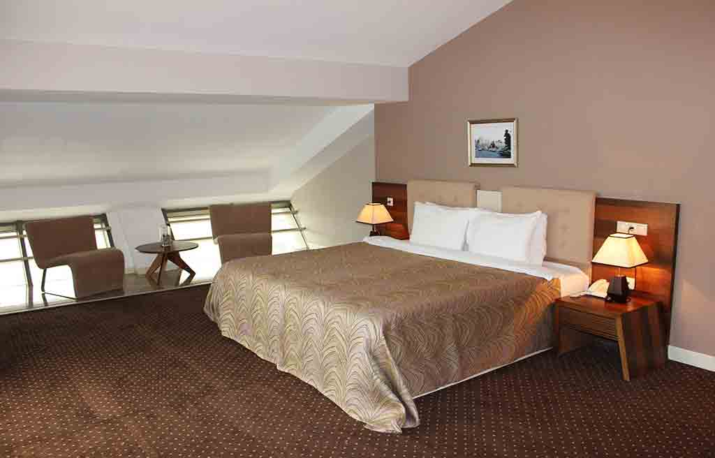 astoria-hotel-rooms-1