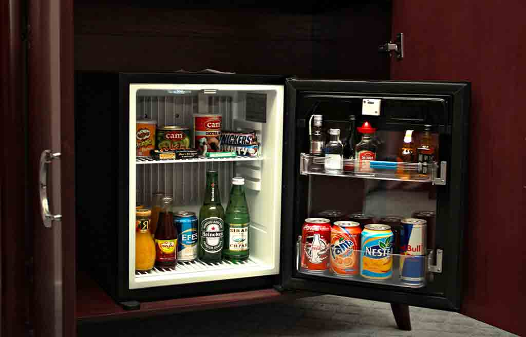 astoria-hotel-rooms-minibar
