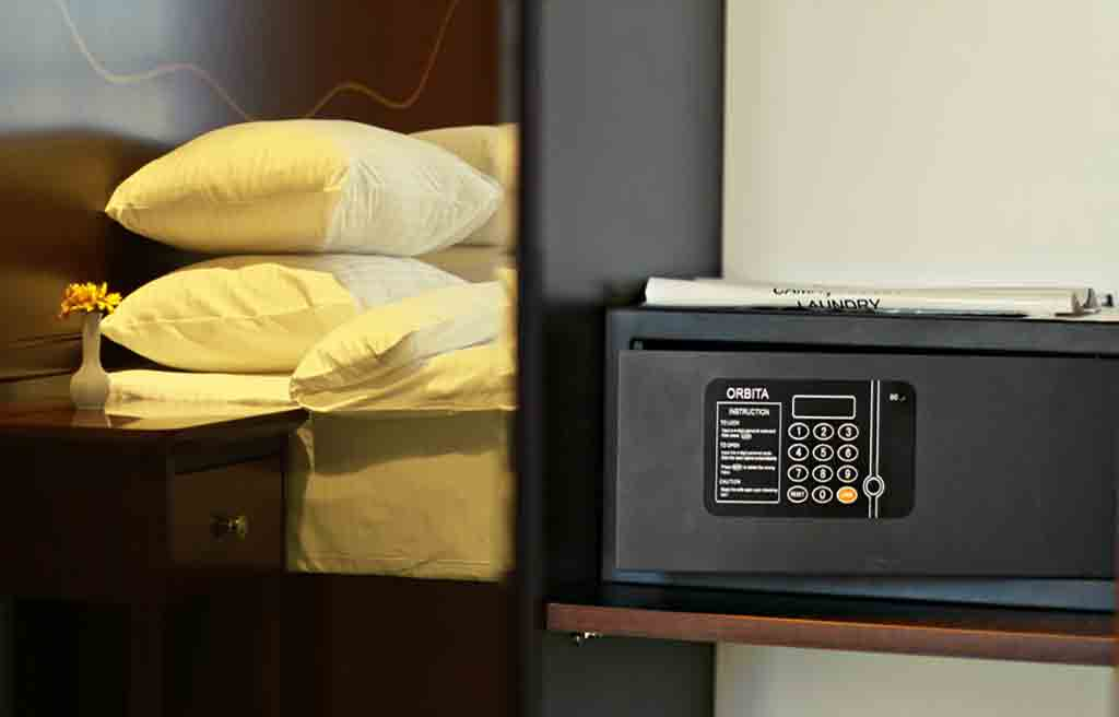 astoria-hotel-rooms-safty-box