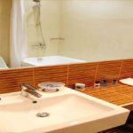 سرویس بهداشتی و حمام اتاق های هتل آستین باکو