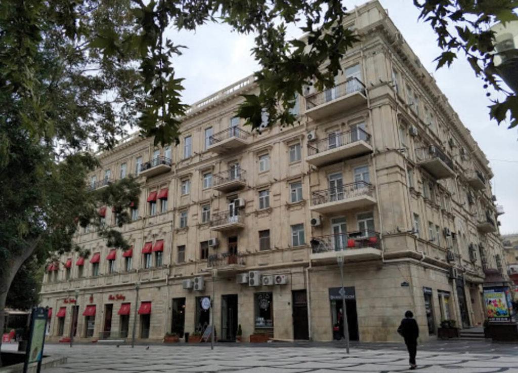 تصویری از ساختمان هتل آزکوت باکو