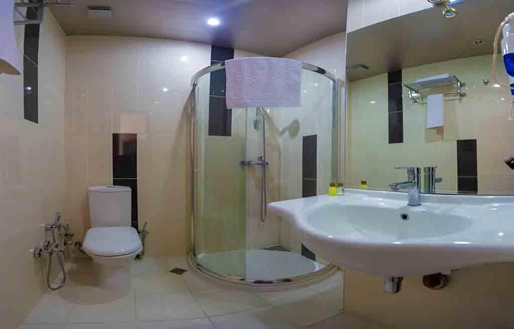 diplomat-hotel-bath