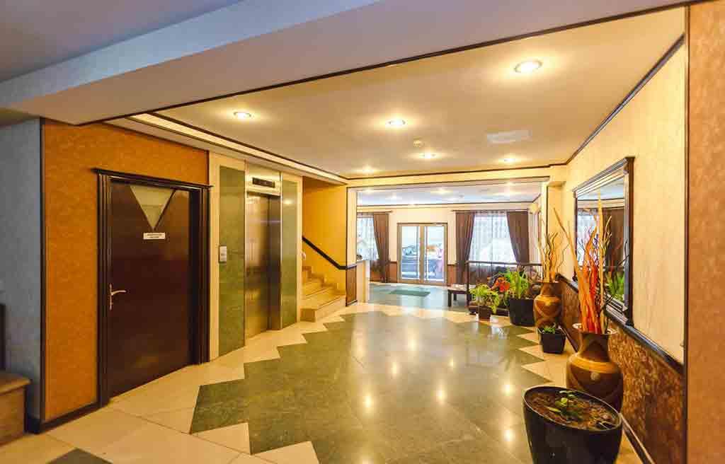 diplomat-hotel-lobby