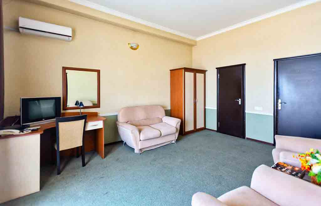 diplomat-hotel-rooms-2