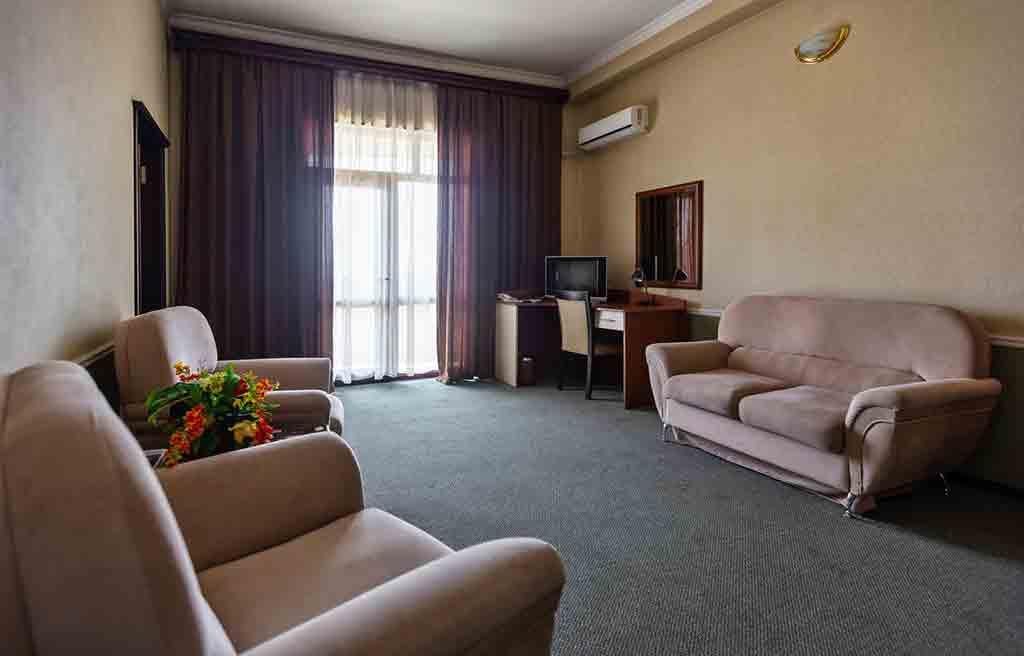diplomat-hotel-rooms-6
