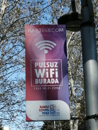 تابلوی اینترنت رایگان در پارک بولوار باکو