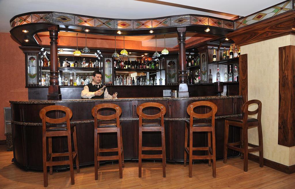 ganjali-plaza-hotel-bar