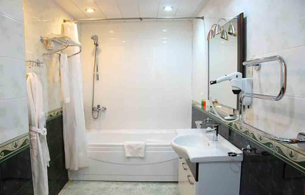 ganjali-plaza-hotel-bath-1