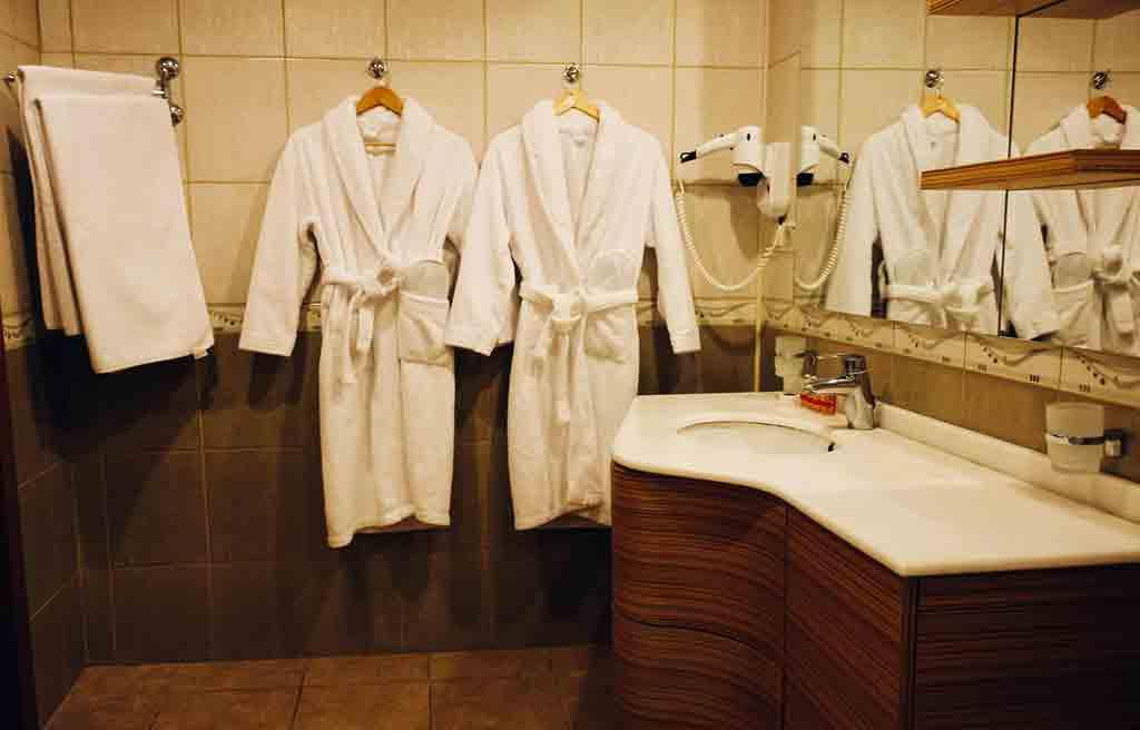 ganjali-plaza-hotel-bath