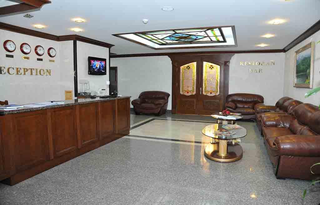 ganjali-plaza-hotel-lobby