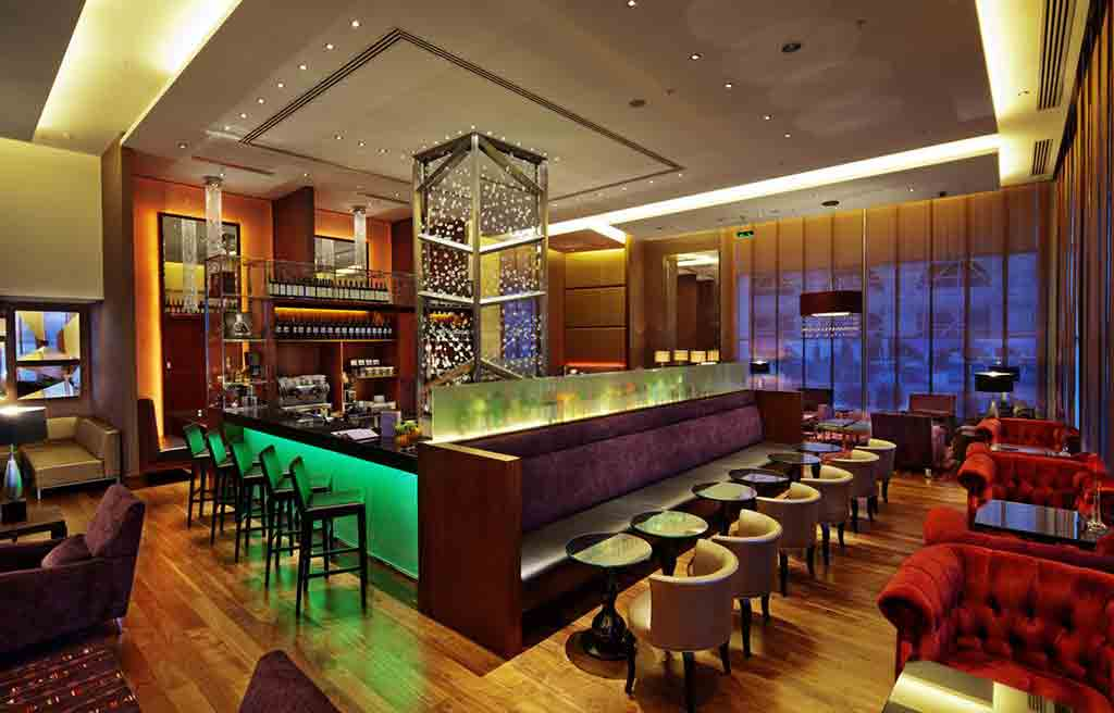 hilton-hotel-bar-1