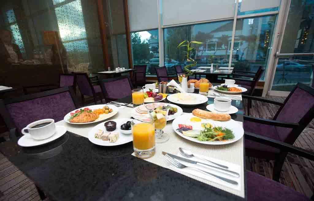 hilton-hotel-breakfast-1