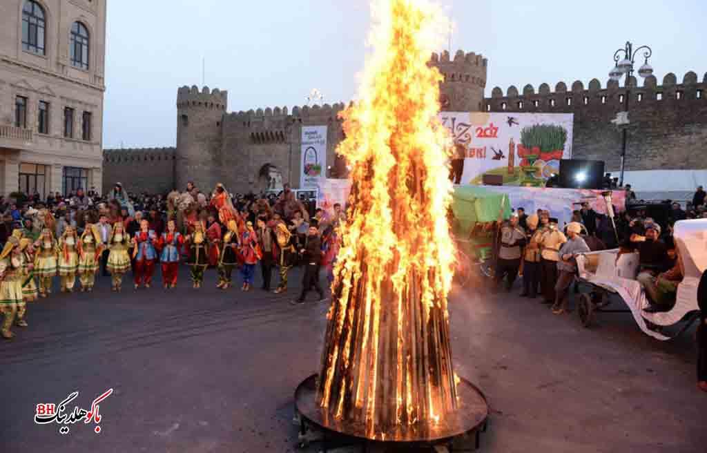 تصویری از مردم در جشن نوروز در باکو