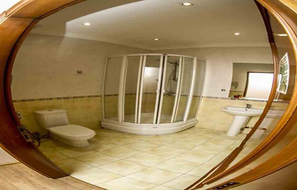 swan-hotel-bath-1