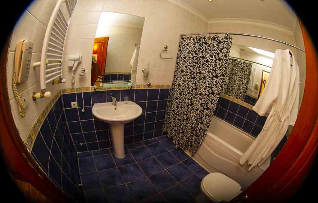 swan-hotel-bath