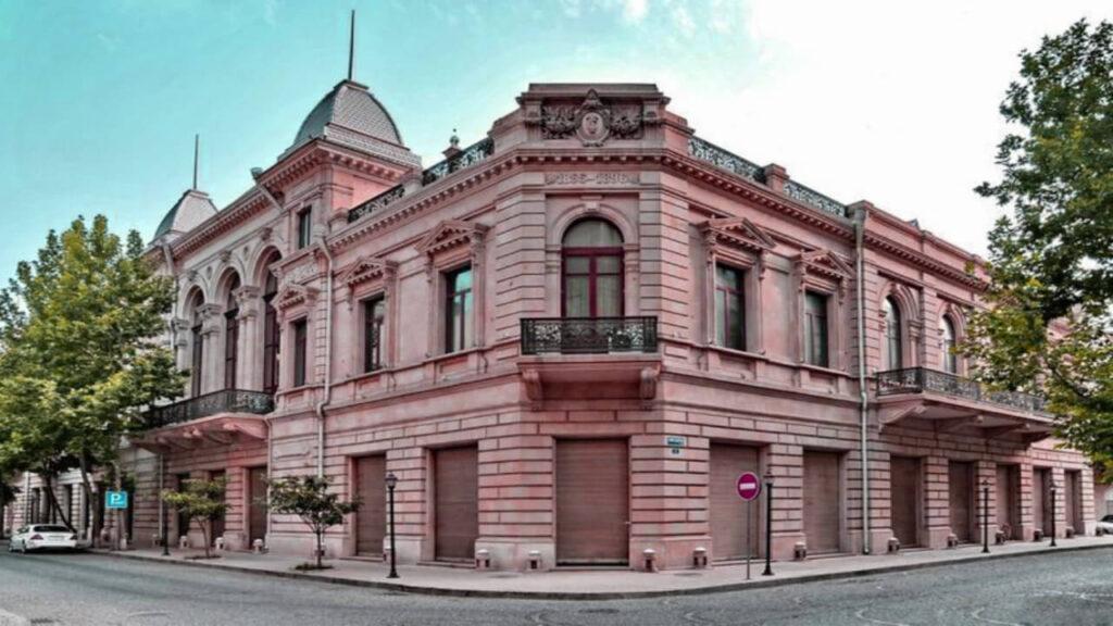 تصویری از ساختمان موزه تاریخ آذربایجان