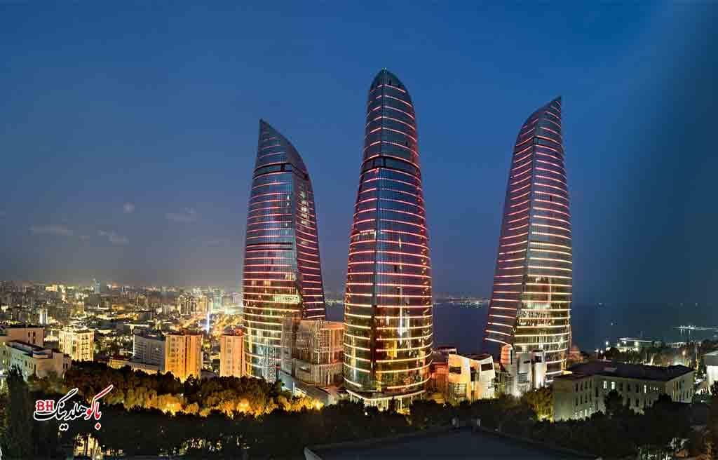 تصویری از برج های شعله باکو در شب در گشت شهری باکو