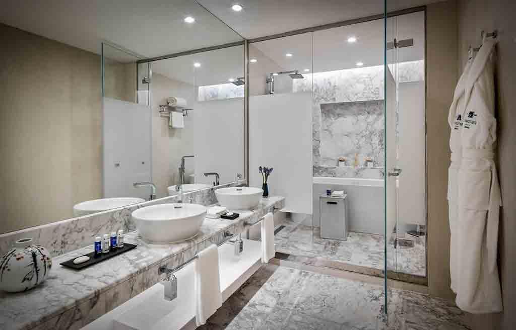 intourist-hotel-bath