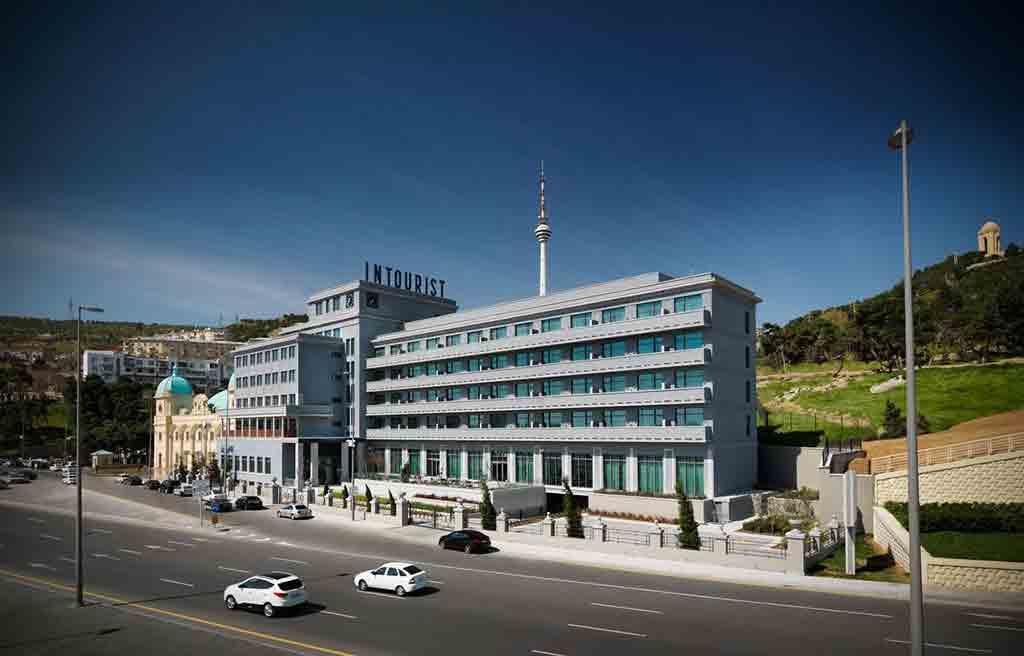 تصویری از ساختمان هتل اینتوریست باکو