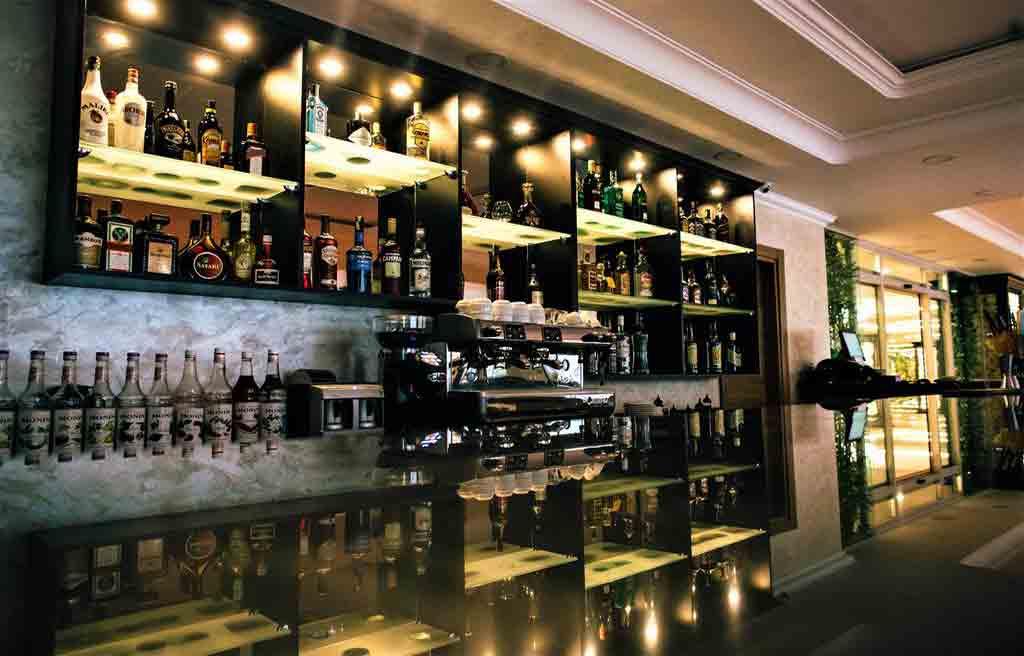 rich-hotel-bar