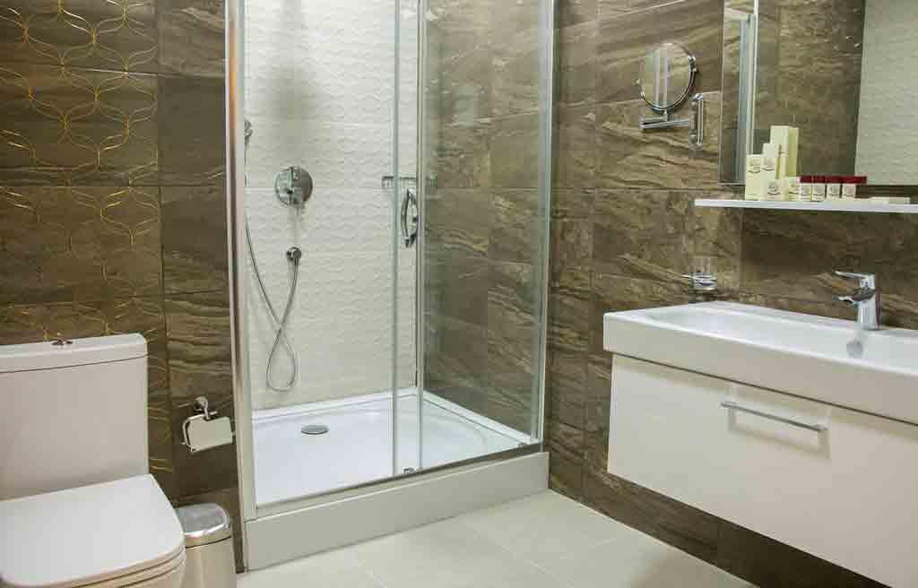 rich-hotel-bath-1