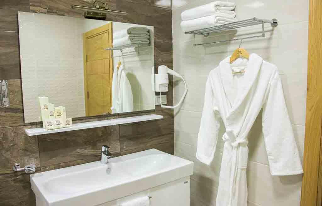 rich-hotel-bath