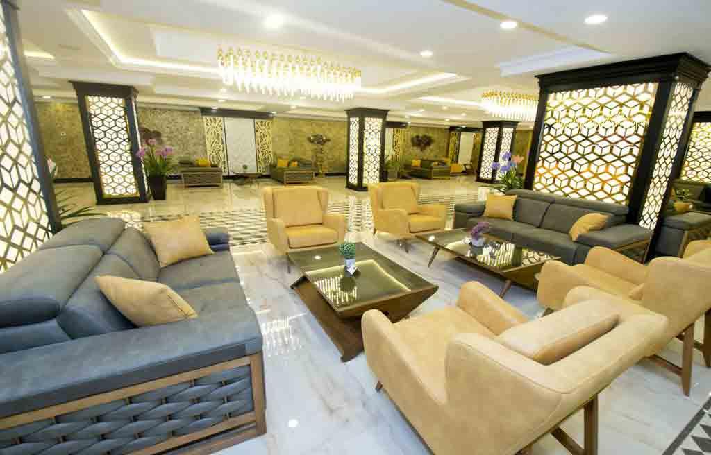 rich-hotel-lobby-1