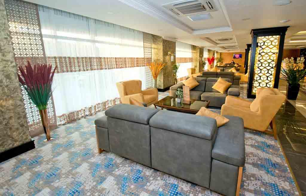 rich-hotel-lobby-2