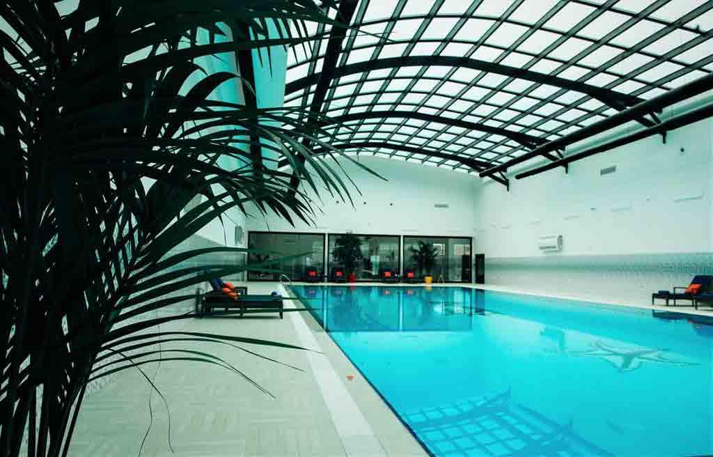 rich-hotel-pool-1
