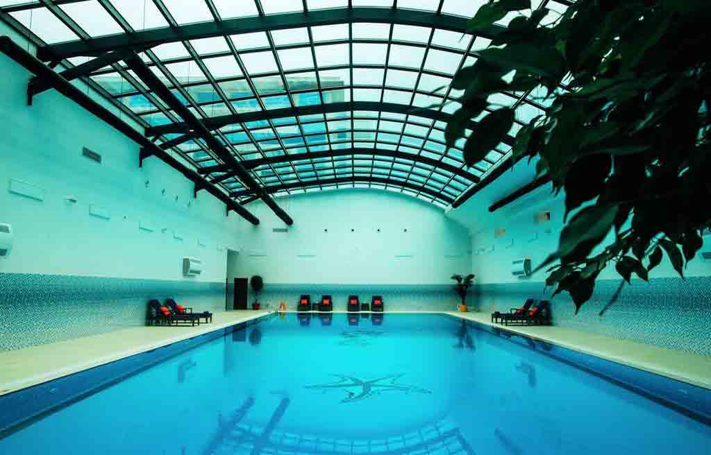 rich-hotel-pool