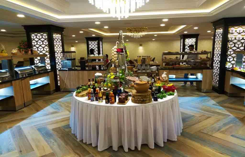 rich-hotel-restaurant