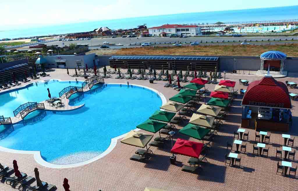 spring-hotel-pool