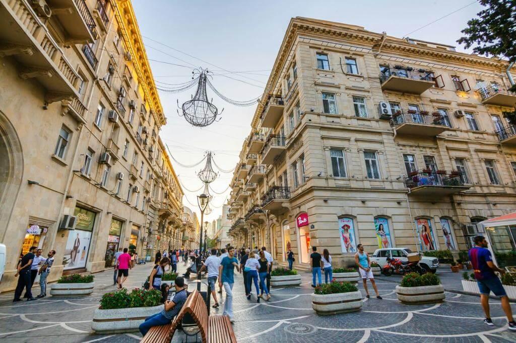 تصویری از خیابان نظامی باکو