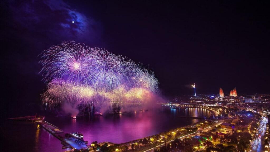 آتش بازی سال نو در باکو در بهترین زمان سفر به آذربایجان
