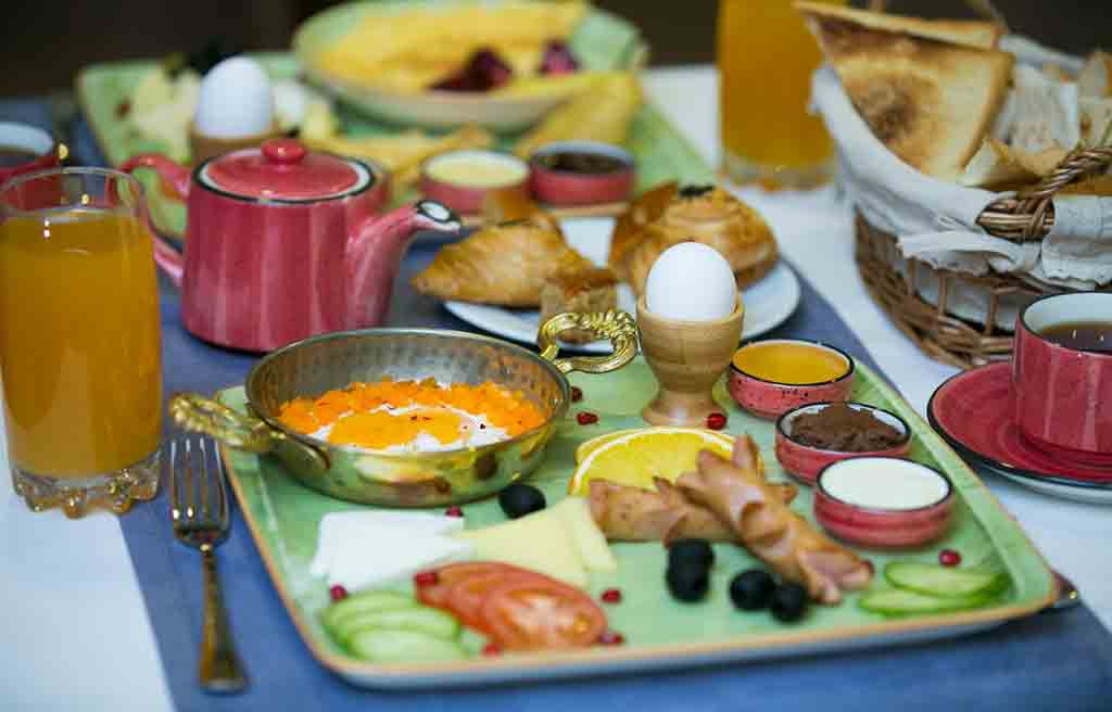 davin-chi-hotel-breakfast-1