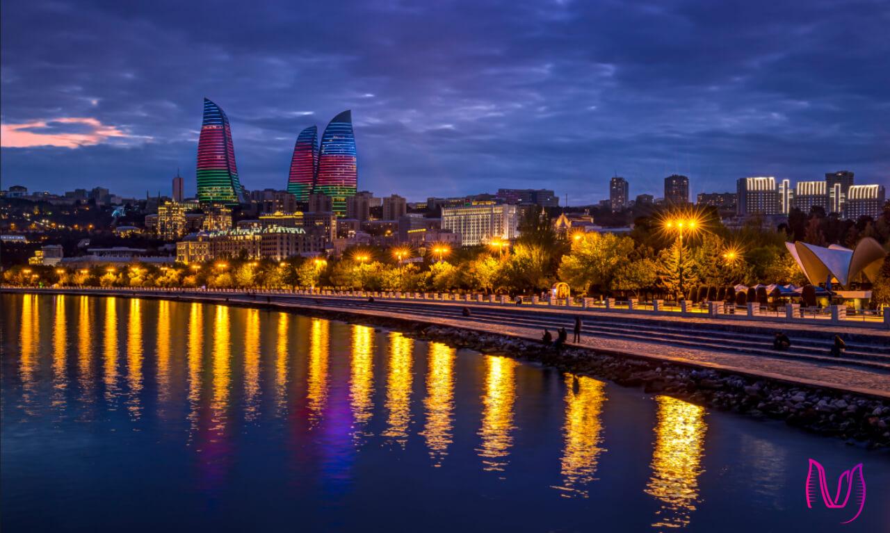 نمای برج های شعله از پارک بلوار باکو