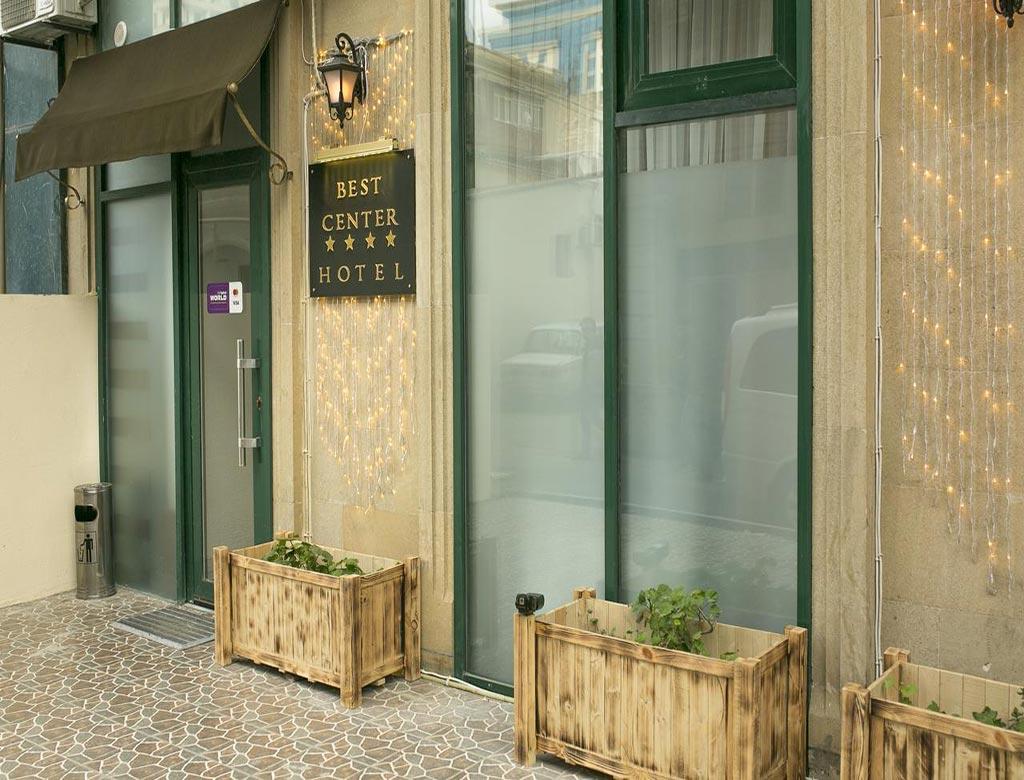 تصویری از درب ورودی هتل بست سنتر باکو