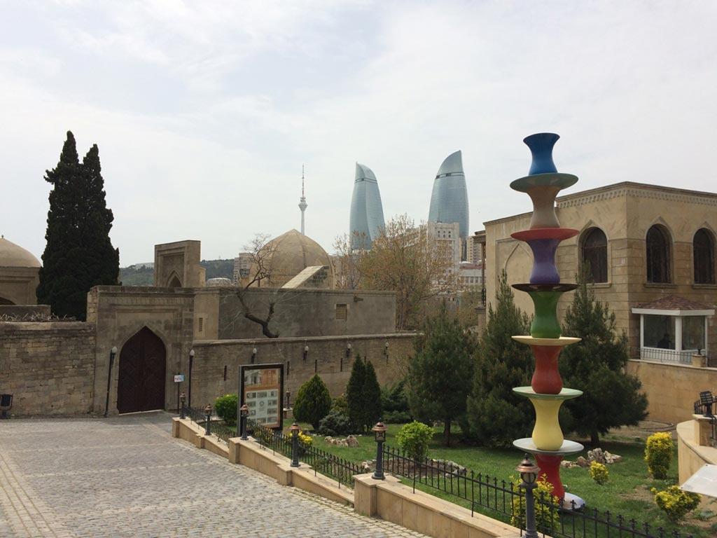 برج های شعله باکو و کاخ شیروانشاهان